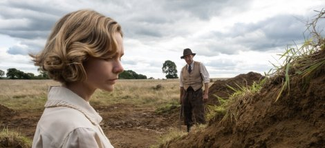 first-look-at-ralph-fiennes-carey-mulligan-and-lily-james-in-netflixs-the-dig7.jpg
