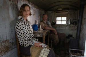 first-look-at-ralph-fiennes-carey-mulligan-and-lily-james-in-netflixs-the-dig5.jpg